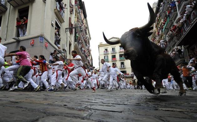 boga-guresi-san-fermin-ispanya-festival