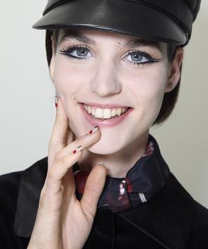 cift-kuyruklu-eyeliner-modasi