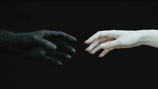 siyahin-aydinlikla-bulustugu-sanat-4