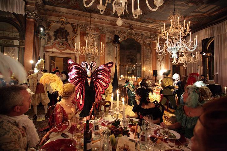 venedik-dinner-aksam-yemegi-festival-karnaval