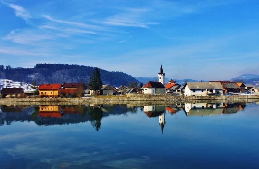 zalec-kasaba-slovenya-bira-cesmesi