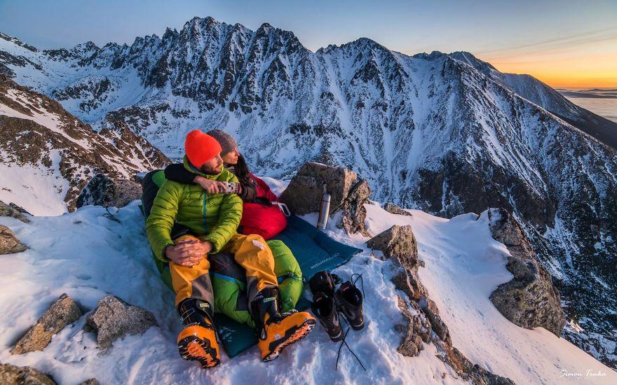 Aşklarını-Dağlarda-Yaşayan-Çiftin-Özendiren-Yaşamı-1