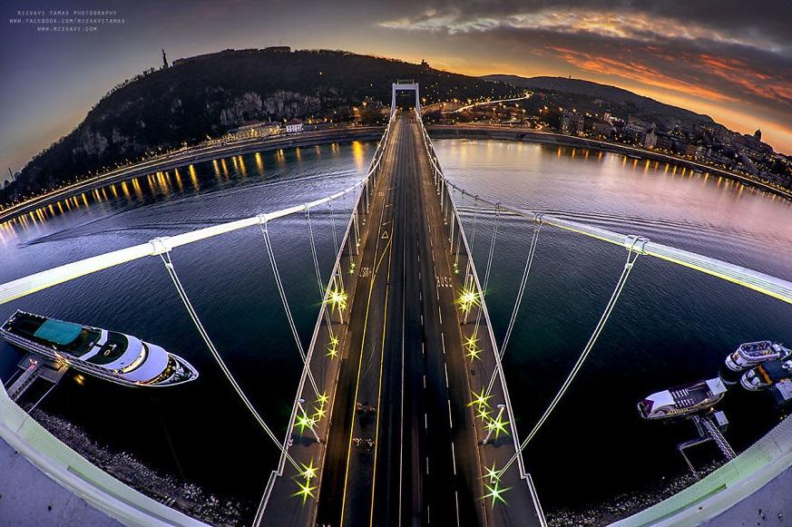 En-Güzel-Açıyı-Yakalamak-İçin-Hayatını-Riske-Atan-Fotoğrafçı-Tamas-Rizsavi-9