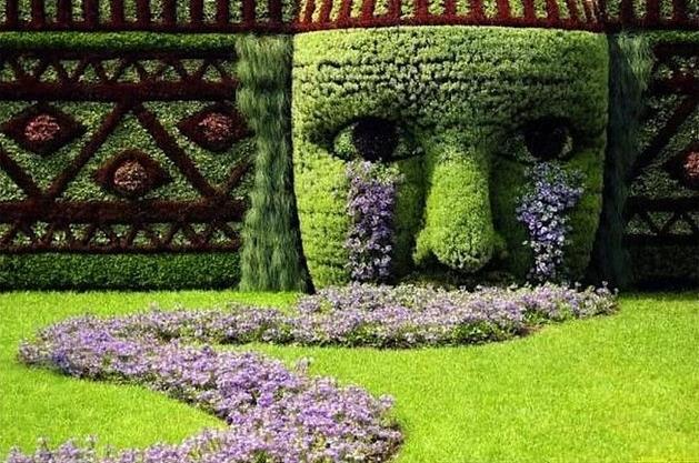 bitki-heykeller-aglayan-kadin