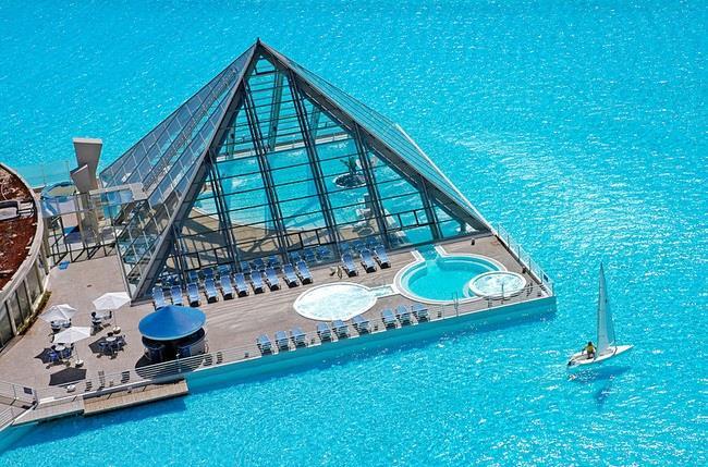 dünya-daki-en-güzel-yüzme-havuzları (18)