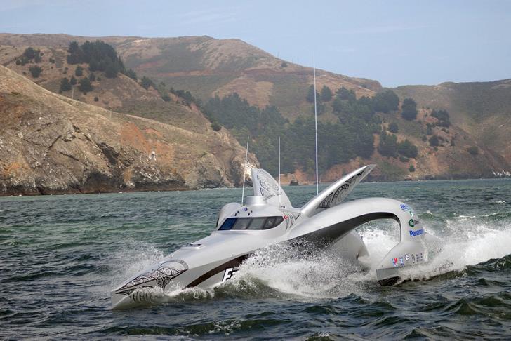 earthrace-boat-peter