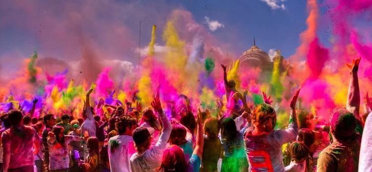 holi-festivali-insanlar-boyalar-parti