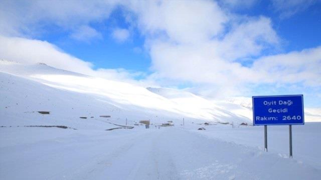 ovit-dagi-yaz-ayında-kar-yağışı