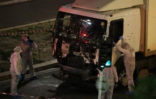 Fransa-Nice-Kamyon-Terör-Saldırısı-Haberler (20)
