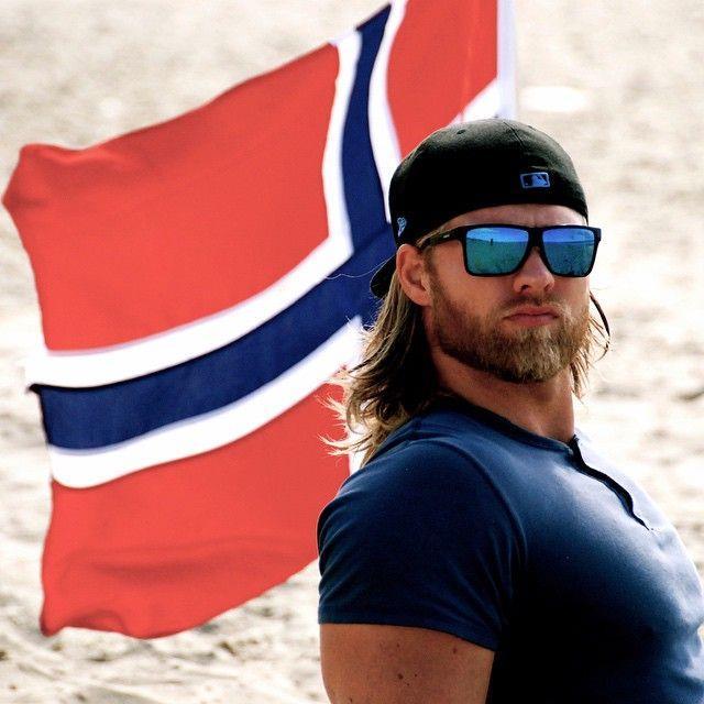 Norveçli-Yakışıklı-Deniz-Subayı-Lasse-Lokken-Matberg-21