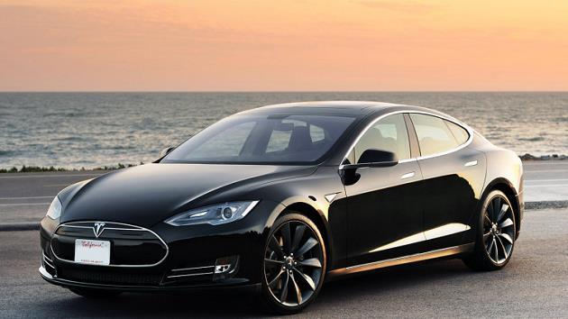 Tesla-Model-3-fotograflari-on-yandan-gorunum