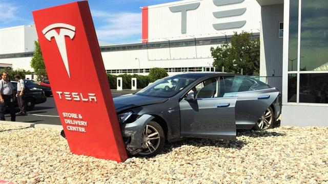 Tesla-Model-S-Otopilot-Kazası (9)
