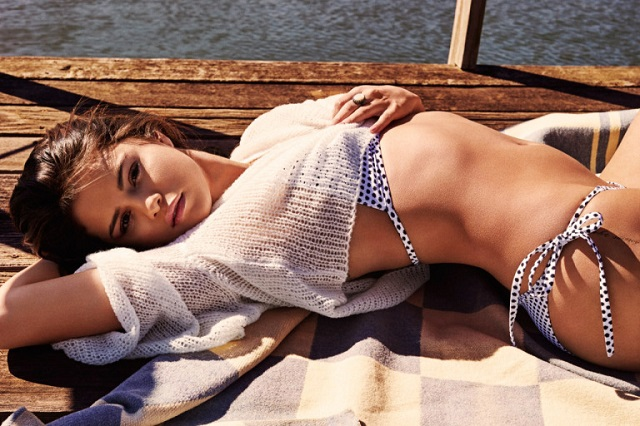 selena-gomez-bikinili-2016