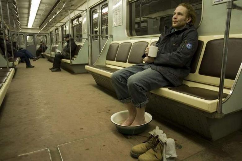 metroda ilginç tuhaf garip insanlar ve görüntüler
