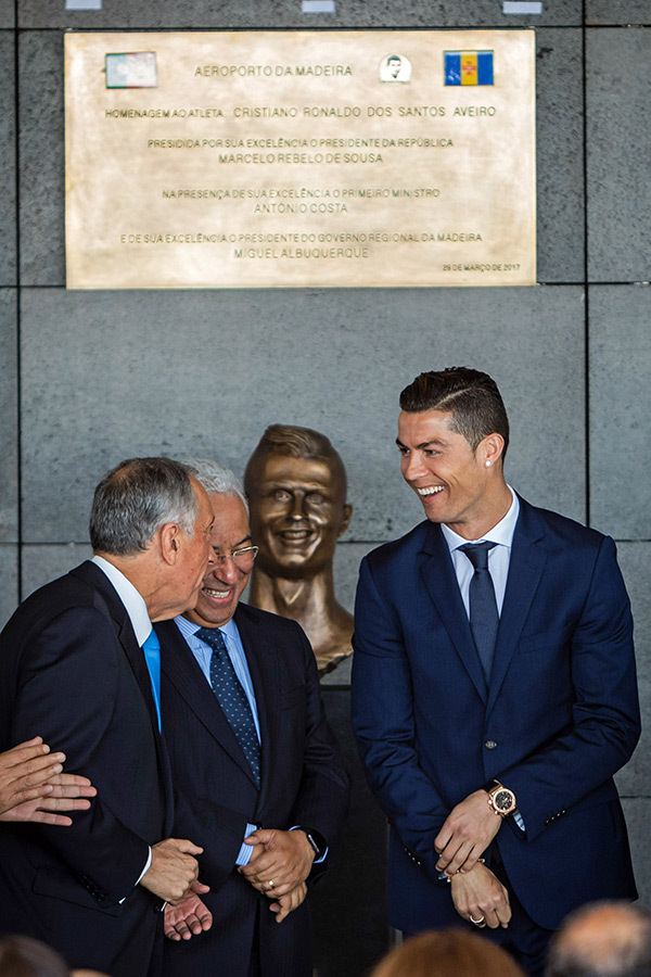 Komik Ronaldo Büstü