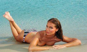 Ebru Şallı Bikinili